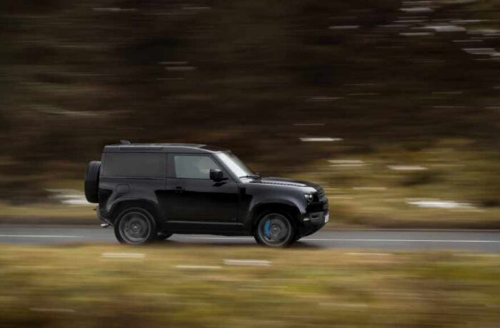 Land Rover Defender Adds a V8 Version and Exclusive Special Editions_photo