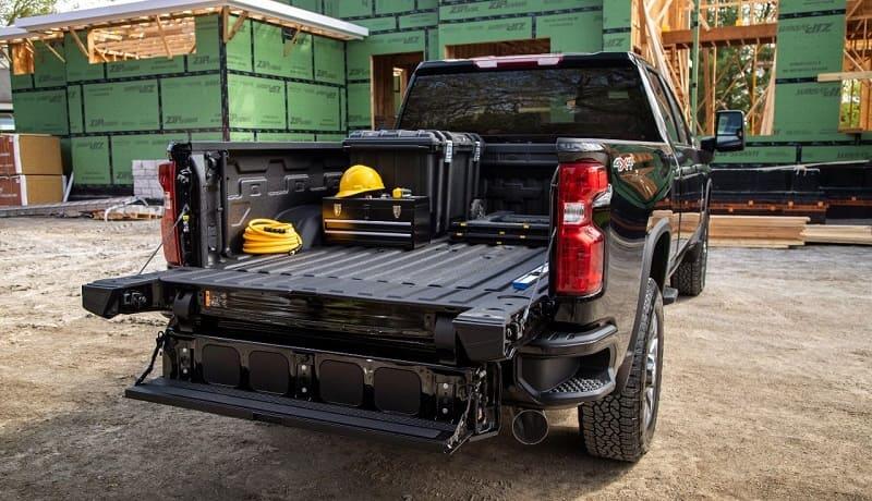 2022 Chevrolet Silverado HD Offers a Multi-Flex Tailgate_1