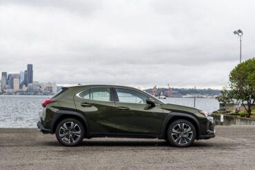 Lexus Updates the UX Model for 2022: Brings Unique Color Combinations_1
