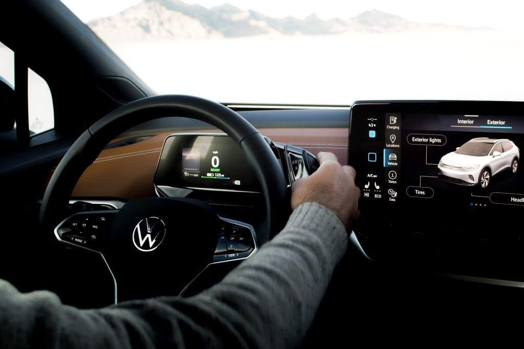 How the Volkswagen ID.4 communicates with light image